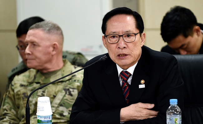 South Korea`s Defense Minister Song Young-moo Sunday attended meeting with residents in Gyeonggi Province. Yonhap