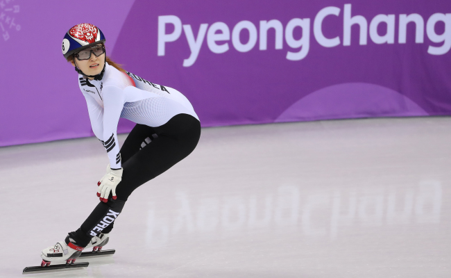South Korean short-track speedskater Choi Min-jeong looks at the audience after initially coming in second in the women's 500-meter short track speedskating final, Tuesday. (Yonhap)