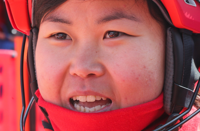 North Korean alpine skier Kim Ryon-hyang speaks to reporters after finishing her first run in the women's giant slalom event at the PyeongChang Winter Olympics at Yongpyong Alpine Centre in PyeongChang, Gangwon Province, on Feb. 16, 2018. (Yonhap)