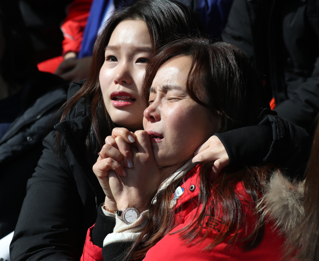 Yun Sung-bin's sister and mother (Yonhap)