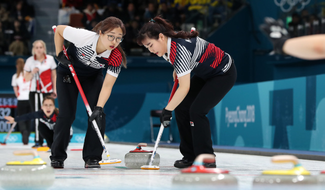 The South Korean female curling team competes in a match with Denmark on Wednesday. (Yonhap)