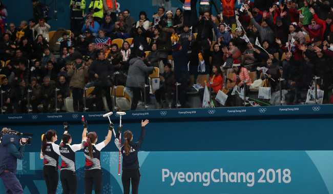 Fans cheer for the South Korean women`s curling team after it defeated Denmark in a round-robin match held on Wednesday at Gangneung Curling Centre. (Yonhap)