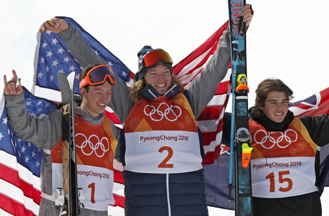 From left: Silver medalist Alex Ferreira, of the United States, gold medalist David Wise, also of the US, and bronze medalist Nico Porteous, of New Zealand, celebrate after the men's halfpipe final at Phoenix Snow Park at the 2018 Winter Olympics in PyeongChang, Gangwon Province, Thursday. (AP-Yonhap)