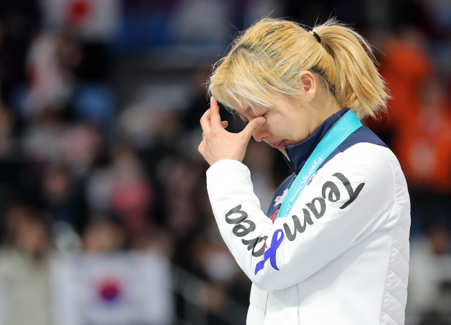 Kim Bo-reum wipes her tears after winning the silver medal on Saturday. (Yonhap)