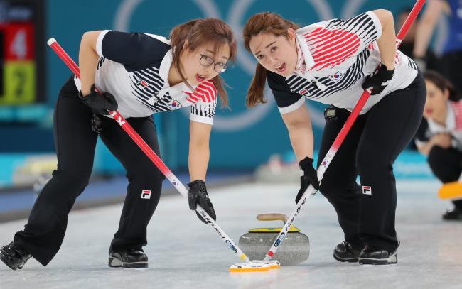 Kim Seon-yeong (left) and Kim Yeong-mi (Yonhap)