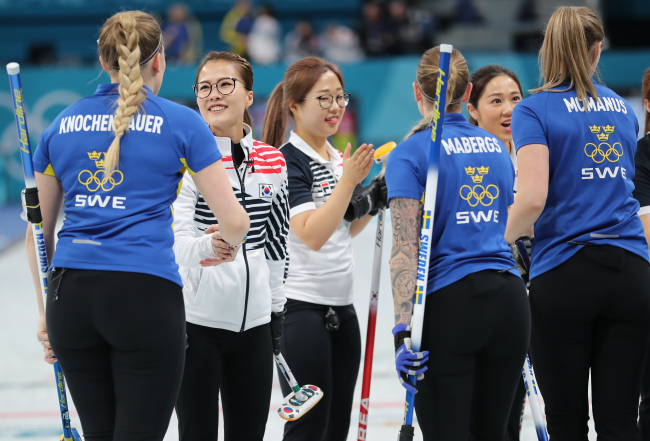 Team Sweden takes gold in women`s curling (Yonhap)
