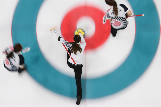 The Korean women's curling team plays against Sweden at the Gangneung Curling Centre on Sunday, where they eventually fell 8-3. (Yonhap)