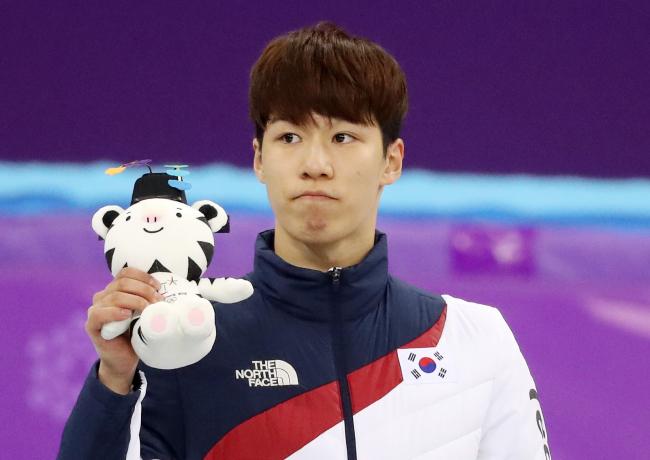 Hwang Dae-heon won silver in men`s 500-meter short track speedskating (Yonhap)