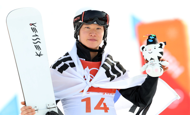 Lee Sang-ho is the first Asian to win a medal in men`s parallel giant slalom (Yonhap)
