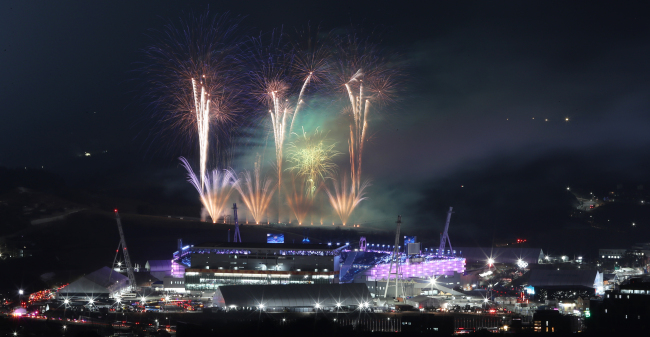 Fireworks go off during the closing ceremony of the PyeongChang Winter Games at the Olympic Stadium in PyeongChang, Gangwon Province. (Yonhap)