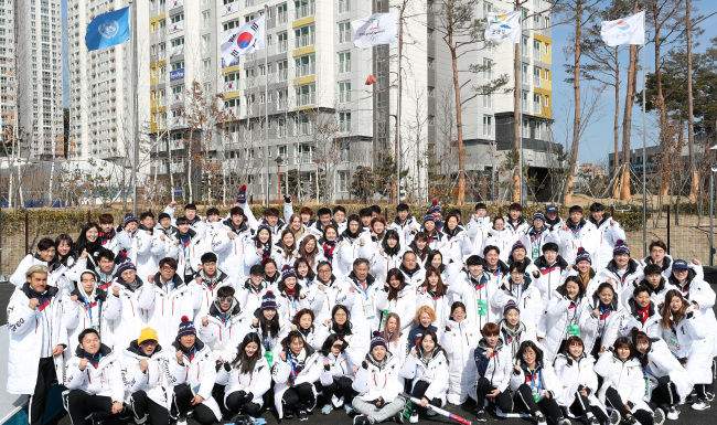 South Korean athletes and officials for the PyeongChang Winter Olympics pose for a group photo at Gangneung Athletes` Village in Gangneung, Gangwon Province, on Feb. 26, 2018. (Yonhap)