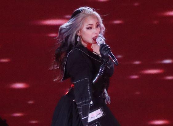 CL performs at PyeongChang main stadium on Feb. 25. (Yonhap)