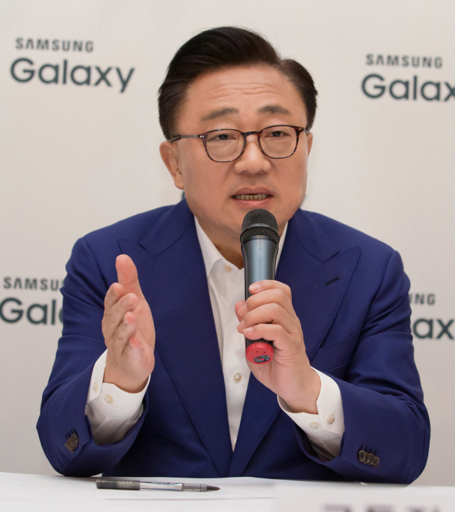 Samsung Electronics Koh Dong-jin speaks during a press conference held in Barcelona, Spain on Monday. (Yonhap)