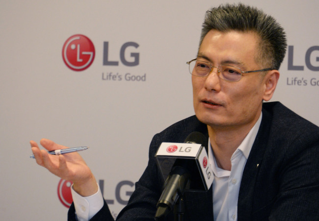 Hwang Jeong-hwan, head of LG Electronics' mobile communications, speaks to reporters at Mobile World Congress 2018 in Barcelona, Spain. (LG Electronics)