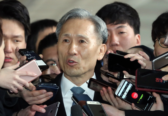 Former presidential security adviser Kim Kwan-jin responds to questions by reporters as he appears at the Seoul Central District Prosecutors' Office on Tuesday. Yonhap