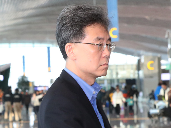Trade Minister Kim Hyun-chong leaves for Washington DC on Sunday as part of an outreach program to explain Seoul's trade policies to US lawmakers, government officials and business leaders. (Yonhap)