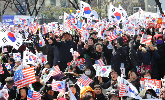 Anti-government demonstrators take to the streets during a rally marking the 99th anniversary of the March 1 Independence Movement of 1919. Yonhap