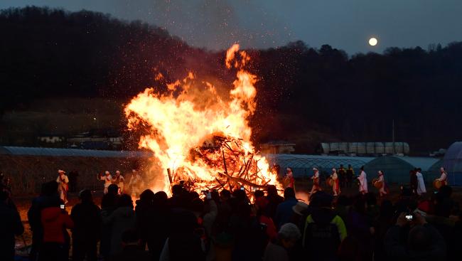 Daljip Burning (Yonhap)
