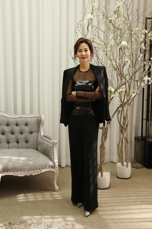 Actress Kim Nam-joo wears a black suit at a press conference Friday at Digital Media City in Seoul. (JTBC)