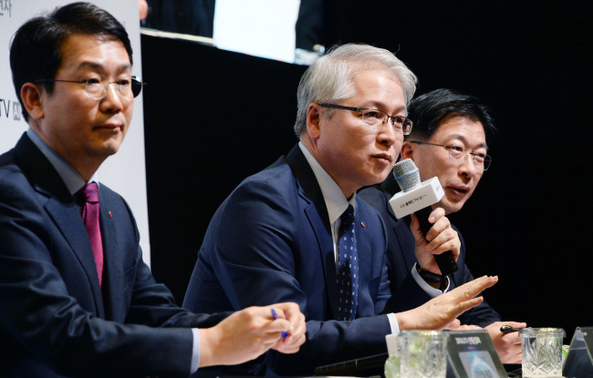 LG Electronics' head of home entertainment Kwon Bong-seok (center) speaks to reporters about the company's TV strategy at LG's R&D center in southern Seoul on Monday. (Yonhap)