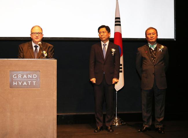 Bulgarian Ambassador to Korea Petar Andonov (left) speaks beside Korean Ambassador Noh Kyu-duk, the Ministry of Foreign Affairs' deputy minister for public affairs and spokesman. (Bulgarian Embassy)