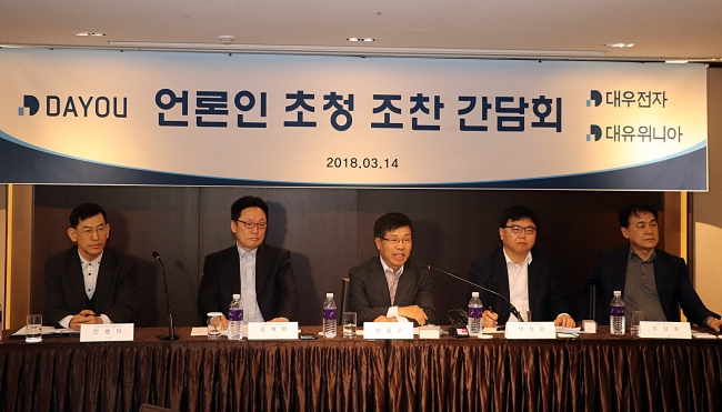 Executives from Dayou Group speak to the press at The Plaza Hotel Seoul on Wednesday. From left: Ahn Byoung-deok, head of strategic planning at Daewoo Electronics, Kim Jae-hyun, CEO of Dayou Winia, Ahn Jung-gu, CEO of Daewoo Electronics, Park Seong-kwan, chief technology officer of Daewoo Electronics, and Cho Sang-ho, vice president at Dayou Group (Dayou)