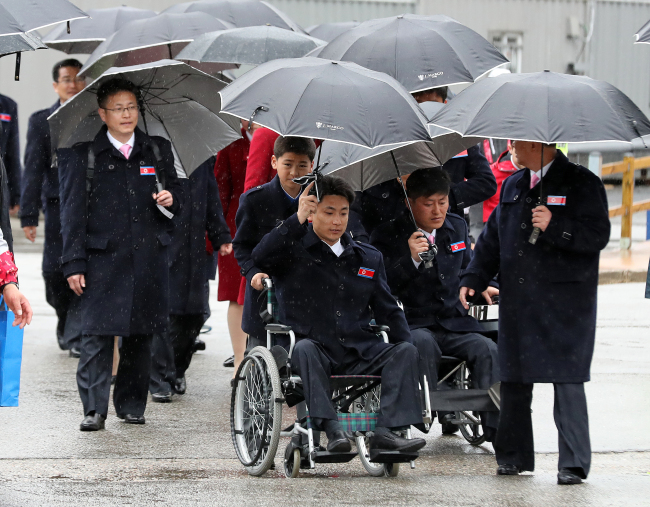 North Korean athletes and officials to the PyeongChang Winter Paralympics leave the athletes` village in PyeongChang, some 180 kilometers east of Seoul, on Thursday. (Yonhap)