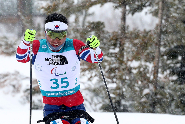South Korea`s Sin Eui-hyun competes in the men`s 15-kilometer sitting biathlon event at the PyeongChang Winter Paralympic Games at Alpensia Biathlon Centre in PyeongChang, some 180 km east of Seoul, on March 16, 2018. (Yonhap)
