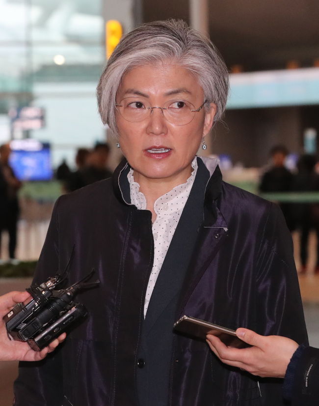 Foreign Minister Kang Kyung-wha answers to questions from reporters at Incheon Airport on Thursday, while she is on her way to visit the US. (Yonhap)