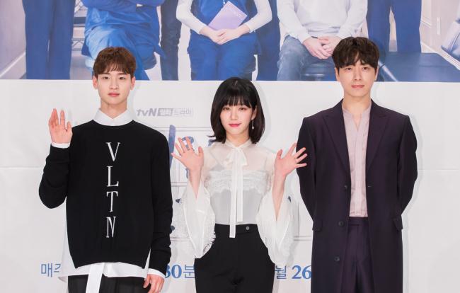 From the left, Jang Dong-yoon, Lee Yoo-bi and Lee Joon-hyuk (tvN)