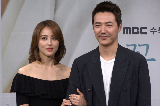 Han Hye-jin (left) and Yoon Sang-hyun pose at a press conference at the MBC headquarters in Seoul on Tuesday. (Rumy Doo/The Korea Herald)