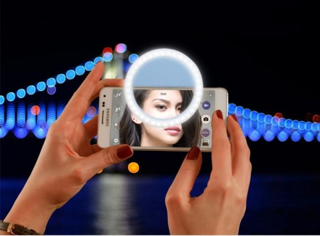 A selfie light ring (Play Fun)
