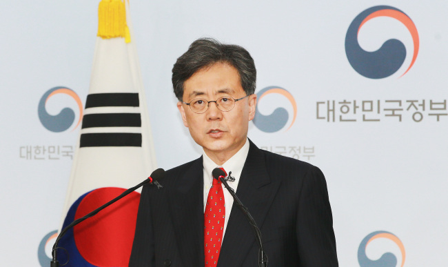 Trade Minister Kim Hyun-chong has a press briefing Monday in Seoul. (Ministry of Trade, Industry and Energy)