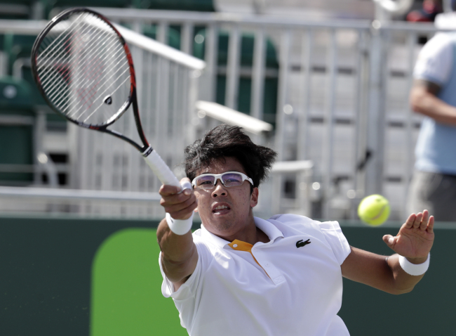 Chung Hyeon of South Korea returns to Joao Sousa of Portugal during the Miami Open tennis tournament, Tuesday, in Key Biscayne, Florida. (AP-Yonhap)