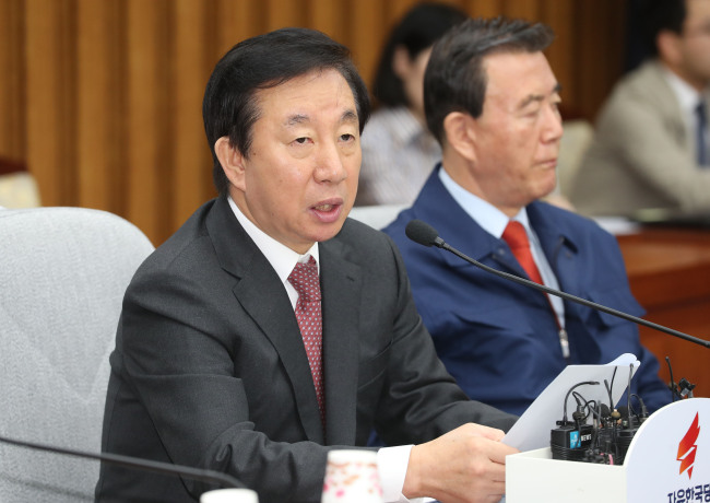 Kim Sung-tae, the floor leader of the main opposition Liberty Korea Party, speaks during a party meeting at the National Assembly in Seoul on Wednesday. (Yonhap)