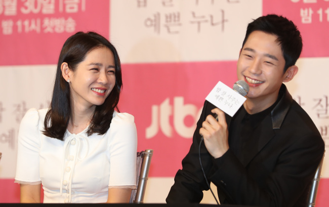 Son Ye-jin (left) and Jung Hae-in speak during a media briefing held Wednesday at Times Square mall in Yeongdeungpo-gu, Seoul. (Yonhap)