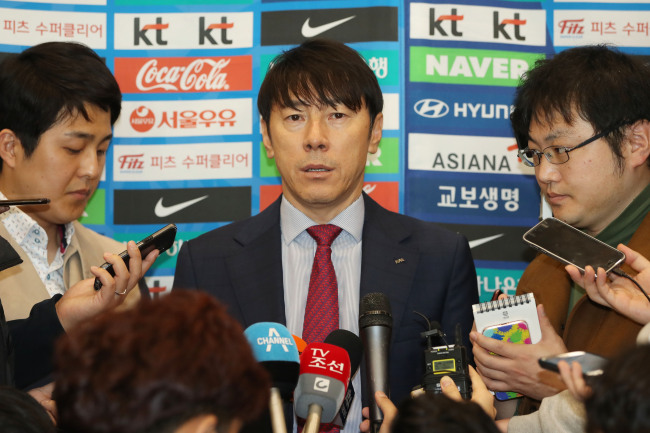 South Korea men`s national football team head coach Shin Tae-yong speaks to reporters at Incheon International Airport, west of Seoul, on March 29, 2018. (Yonhap)