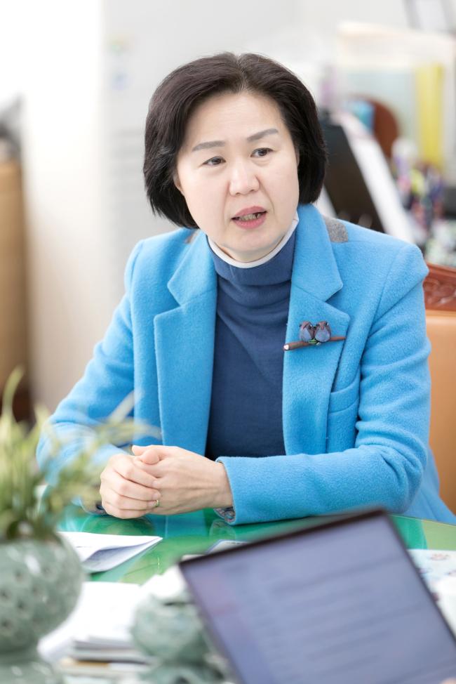 Yangcheon District Mayor Kim Soo-young speaks in an interview with The Korea Herald. Photo: Yangcheon District Office