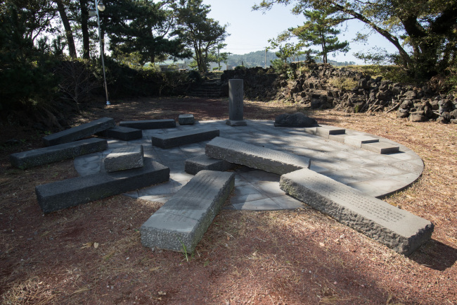 Monuments of those massacred in Bukchon-ri (Yang Dong-gyu)