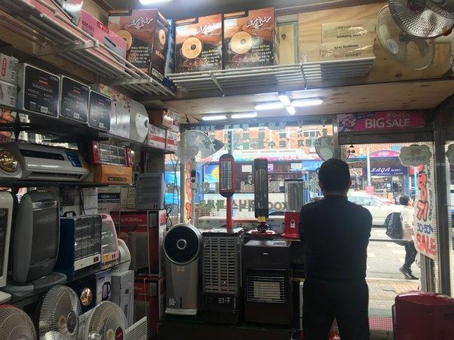Bae Jong-soo, who runs home appliances shop Yongsan 365 in the electronics town of Yongsan, looks out of the window during an interview with The Korea Herald. Bak Se-hwan/The Korea Herald