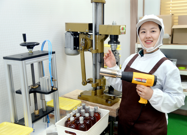 Song Ju-hee, an owner of the oil company Neorean, poses at her factory. (Park Hyun-koo/The Korea Herald)