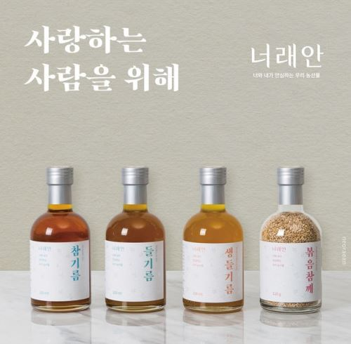 Bottles of perilla oil, sesame oil and roasted perilla seeds are sold via an online market (Neorean)