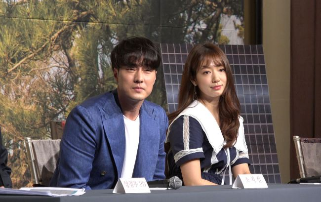 """So Ji-sub (left) and Park Shin-hye listen to a reporter's question during a press conference for tvN's new program """"Solitary Stay"""" (Lim Jeong-yeo/The Korea Herald)"""