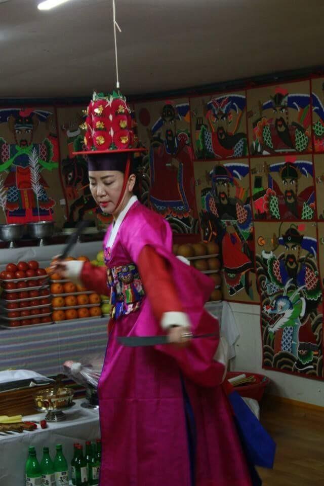 """Pang Eun-mi performs a ritual dance called """"gut"""" to dispel evil spirits. (Photo courtesy of Pang Eun-mi)"""