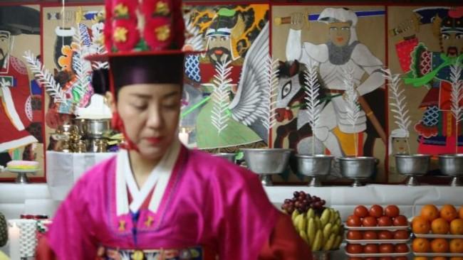 Korean mudang Pang Eun-mi (Photo courtesy of Pang Eun-mi)