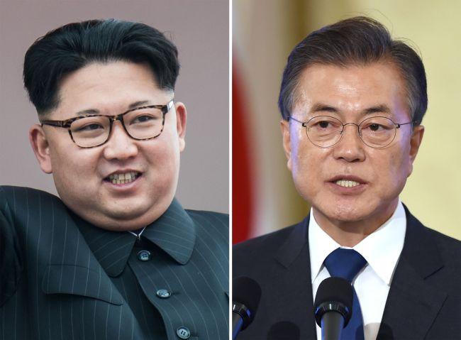North Korean leader Kim Jong-un (left) and South Korean President Moon Jae-in (AFP-Yonhap)