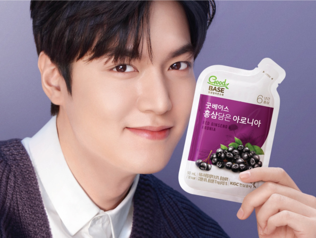 Lee Min-ho displays Good Base: Red Ginseng & Aronia. (KGC)