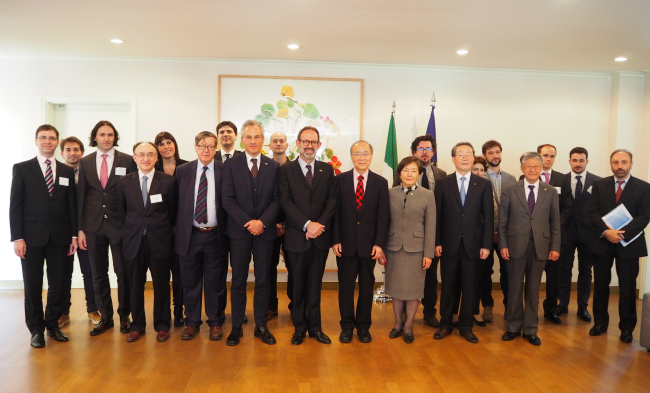 Italian scientists and researchers, Italian Ambassador to Korea Marco della Seta (front row, sixth from left), presidents of various universities in Korea and Korean academics pose at a networking reception celebrating the Italian Research Day at the ambassador's residence in Seoul on Thursday (Joel Lee/The Korea Herald)