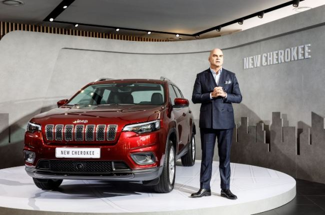 FCA Korea President Pablo Rosso presents the new Jeep Cherokee midsize SUV and explains the Jeep-centered business strategy. (FCA Korea)