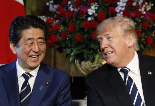 US President Donald Trump hosts a bilateral meeting with Japan's Prime Minister Shinzo Abe at Trump's Mar-a-Lago estate in Palm Beach, Florida US, April 17, 2018. (Reuters)